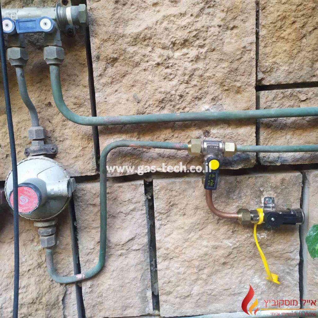 שינוי תשתית גז בחצר בית פרטי