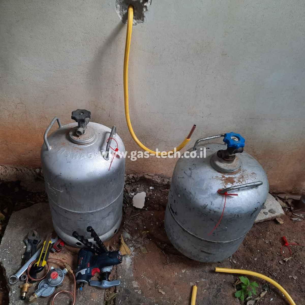 בלוני גז לפני הכנת התשתית ביחידת דיור של בית פרטי